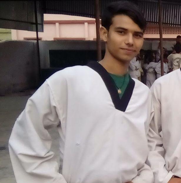 Pradip Timilisina are doar 21 de ani şi ar putea ajunge în Cartea Recordurilor pentru abilităţile sale extraordinare de karatist.