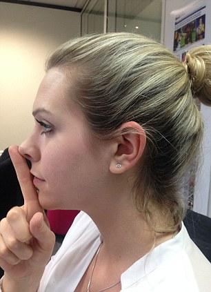 Pentru a afla daca esti frumos sau urat, e suficient sa iti atingi cu buricul aratatorului varful nasului si cu baza acestuia barbia. Daca buzele ating degetul, atunci rezultatul este pozitiv