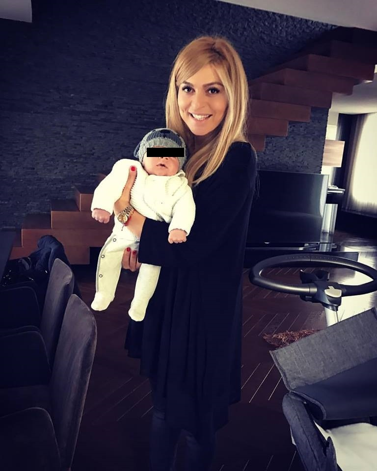 Adriana Nechită, prima poză cu băieţelul ei