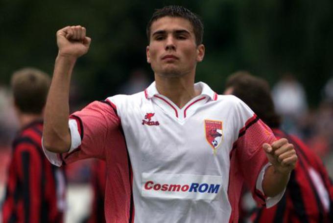Desi ar fi stelist de mic, Mutu nu a avut nicio problema sa imbrace tricoul lui Dinamo
