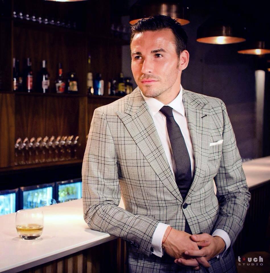 Adrian Cristea se imbraca doar de la firma lui de haine si este mereu o prezenta extrem de eleganta