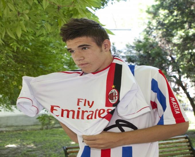 Pe vremea in care era junior, fotbalistul Stelei a fost dorit si de AC Milan
