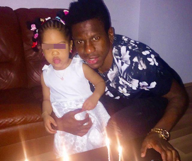 Patrik, alături de fiica sa