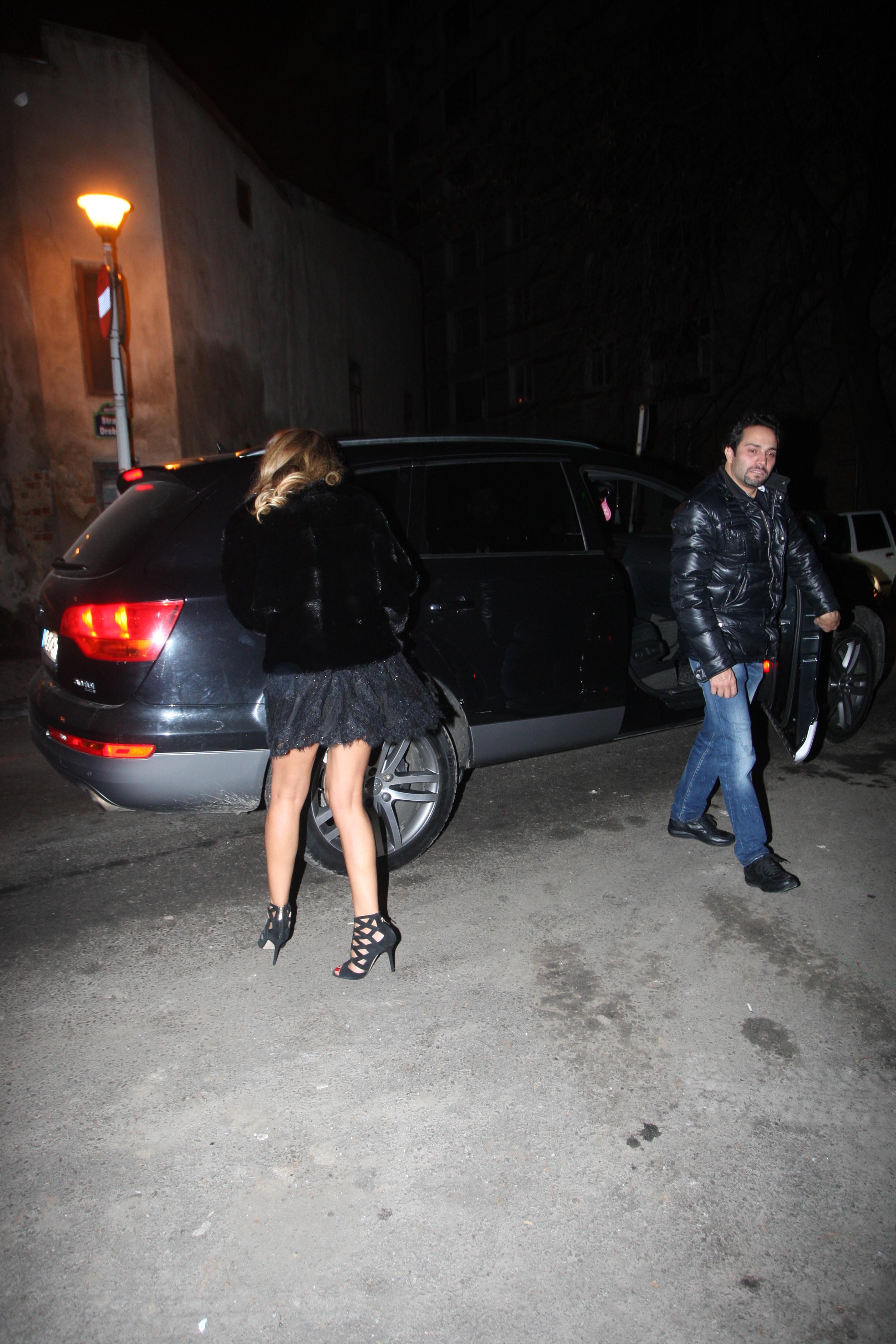 Surprinsi de paparazzii CANCAN.ro, cei doi au incercat pe cat posibil sa-si ascunda fetele