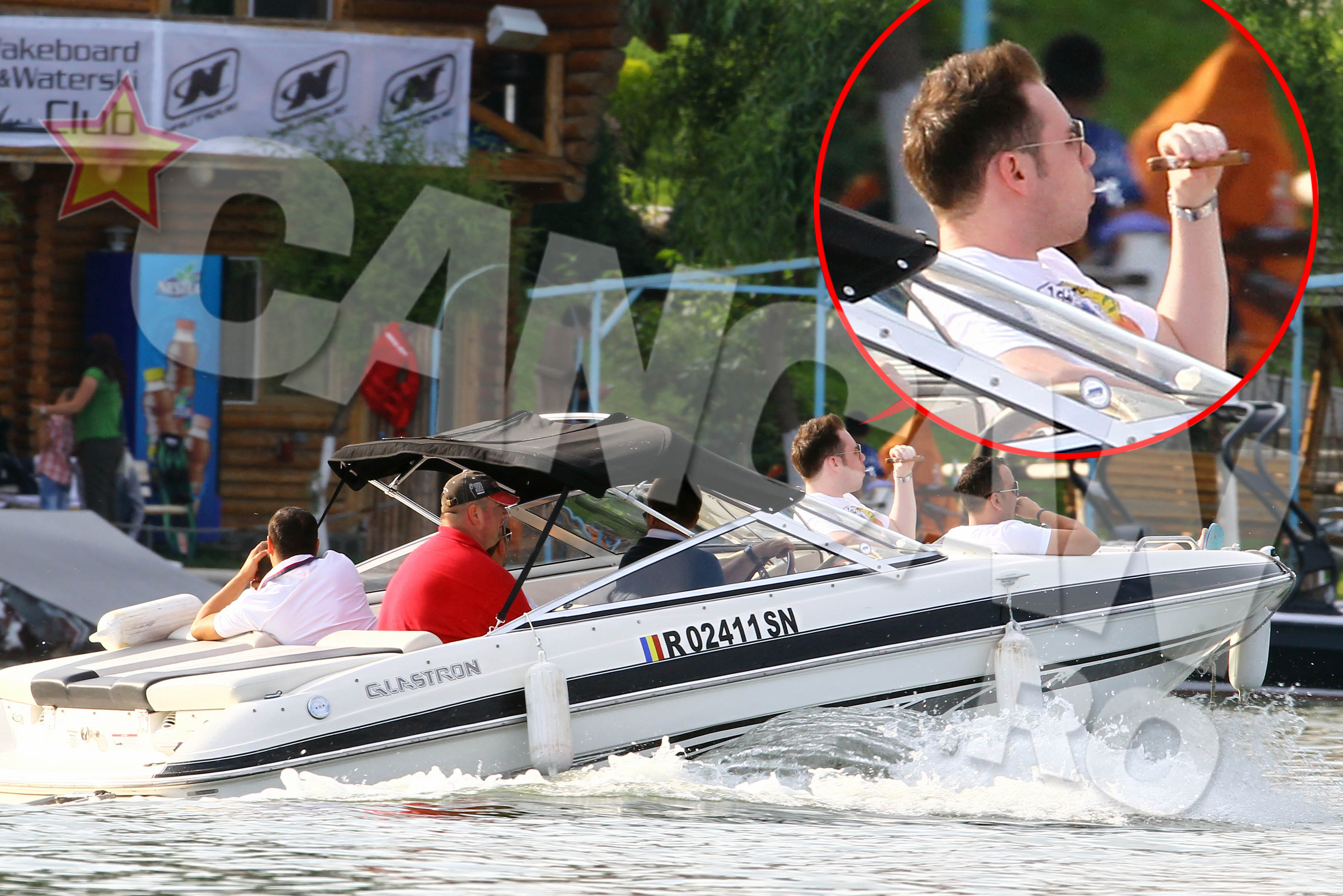 In weekend, dupa un ospat pe cinste la terasa, Versace si-a facut siesta pe barca, pe Snagov