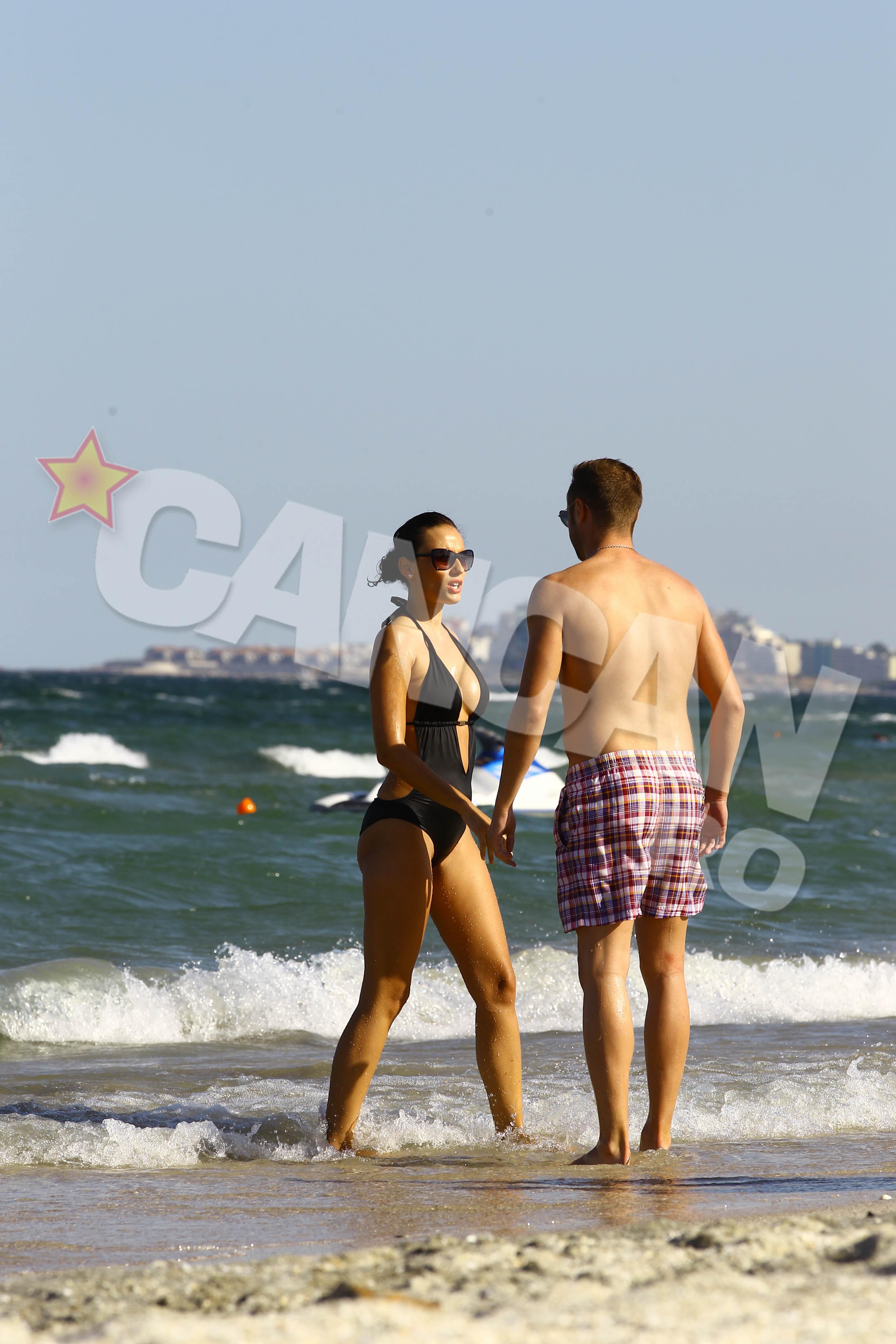 Pulhac si-a expus iubita la plaja