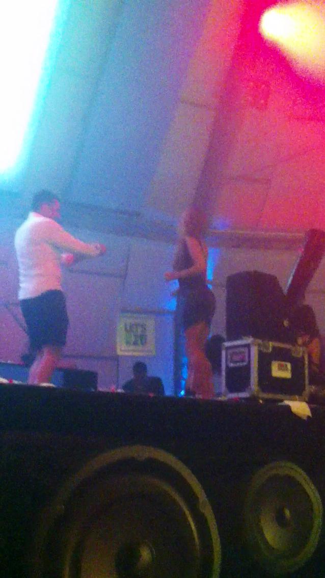 Marcel danseaza pe scena cu Rellys
