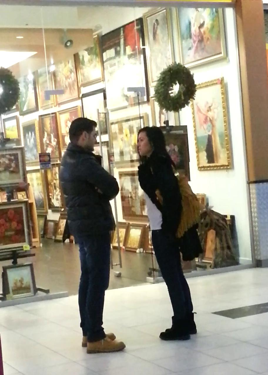 Liviu si-a scos iubita la mall dar a mustruluit-o zdravan.