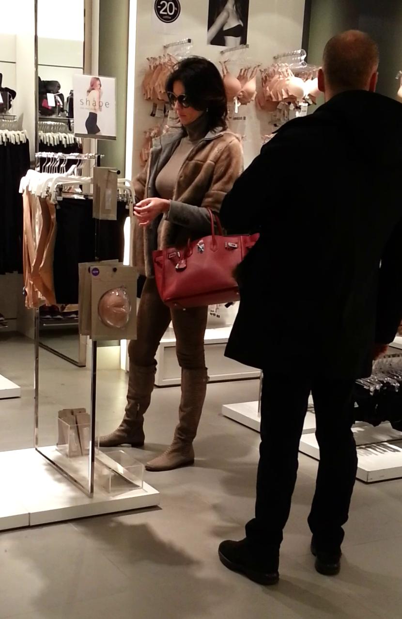 Ramona a luat la pas magazinele de lenjerie intima