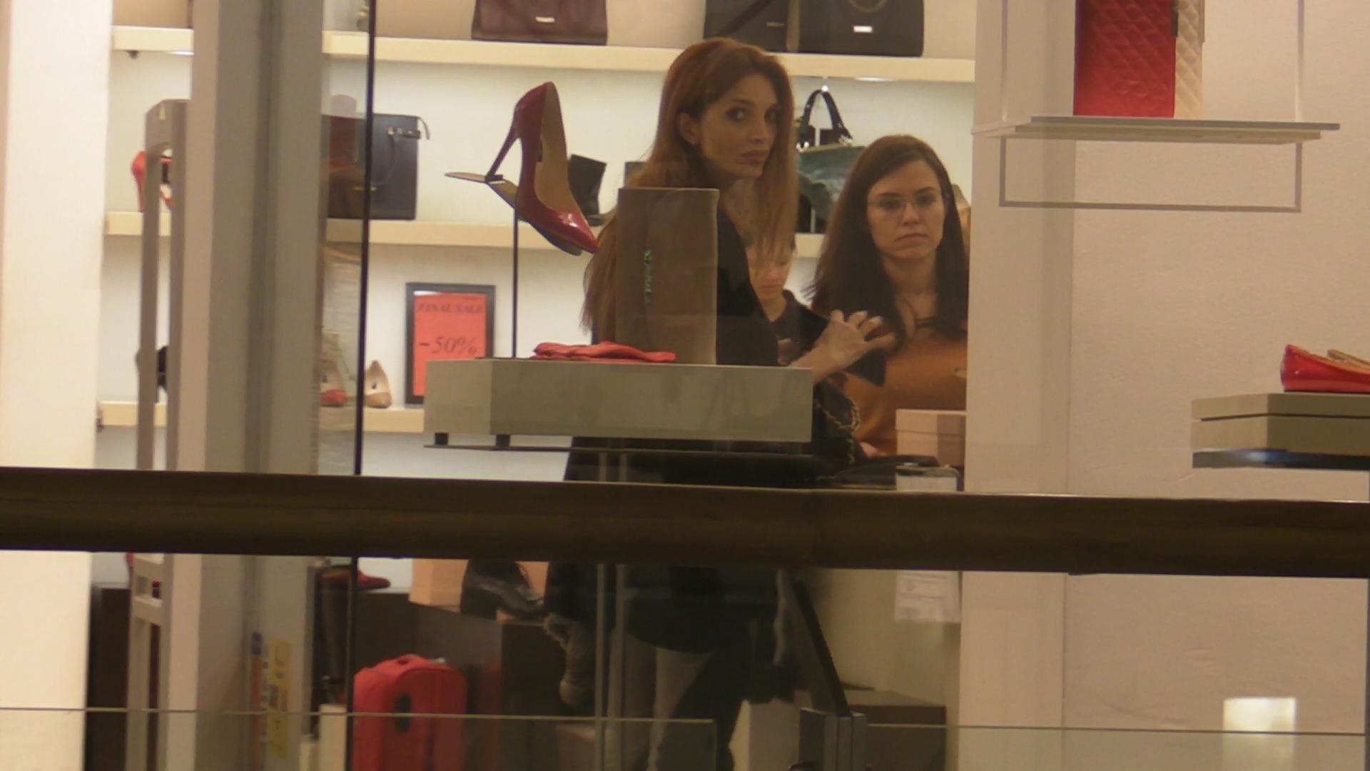 Cristina s-a hotarat rapid la o pereche de pantofi sport