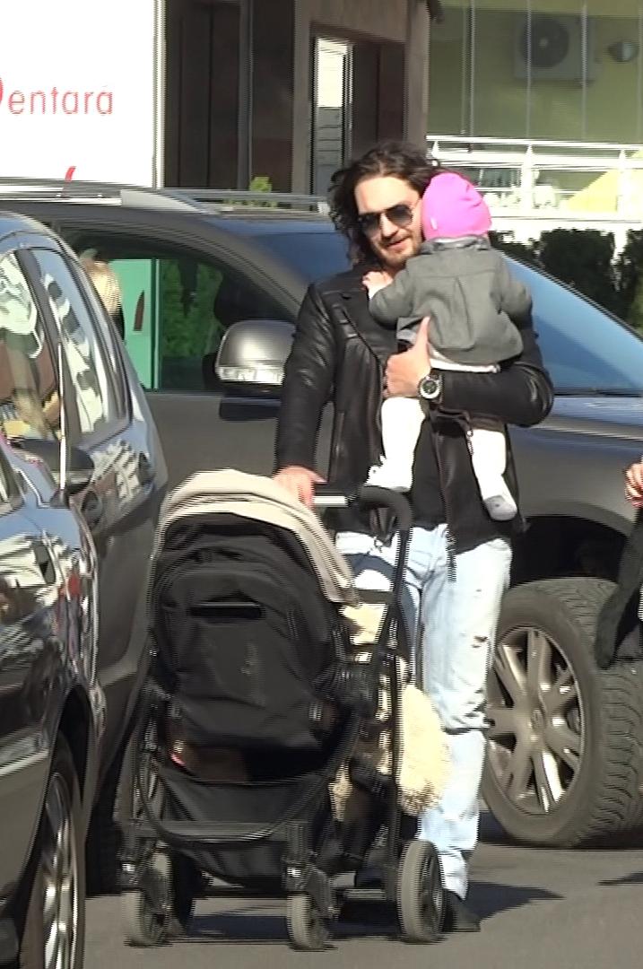 Florin Dumitrescu si fetita - 5