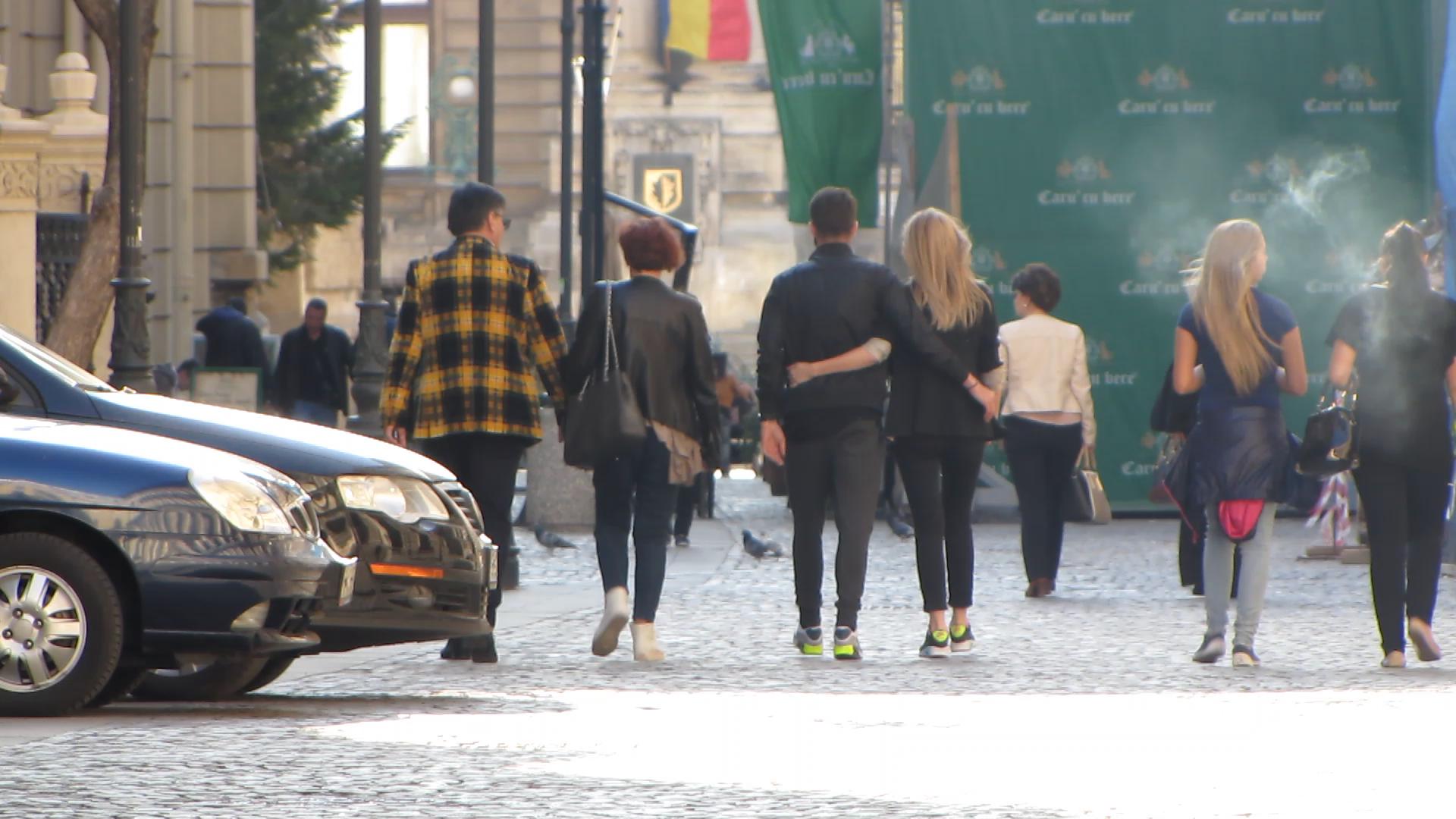 Pe tot parcursul plimbarii cei doi nu si-au dat drumul la mana