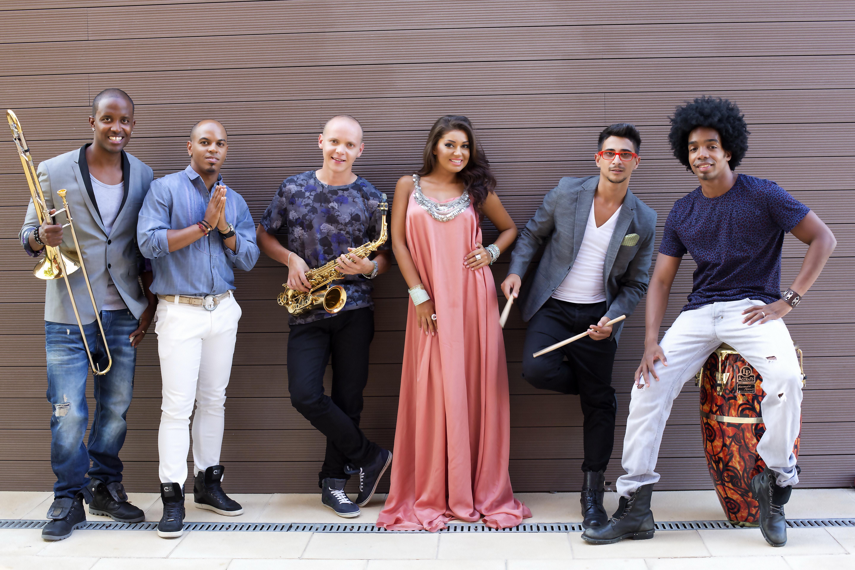 Mandinga continua sa cante piesa lui Glance in toate concertele