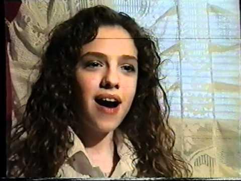 Iulia a facut furori dupa ce a interpretat melodia