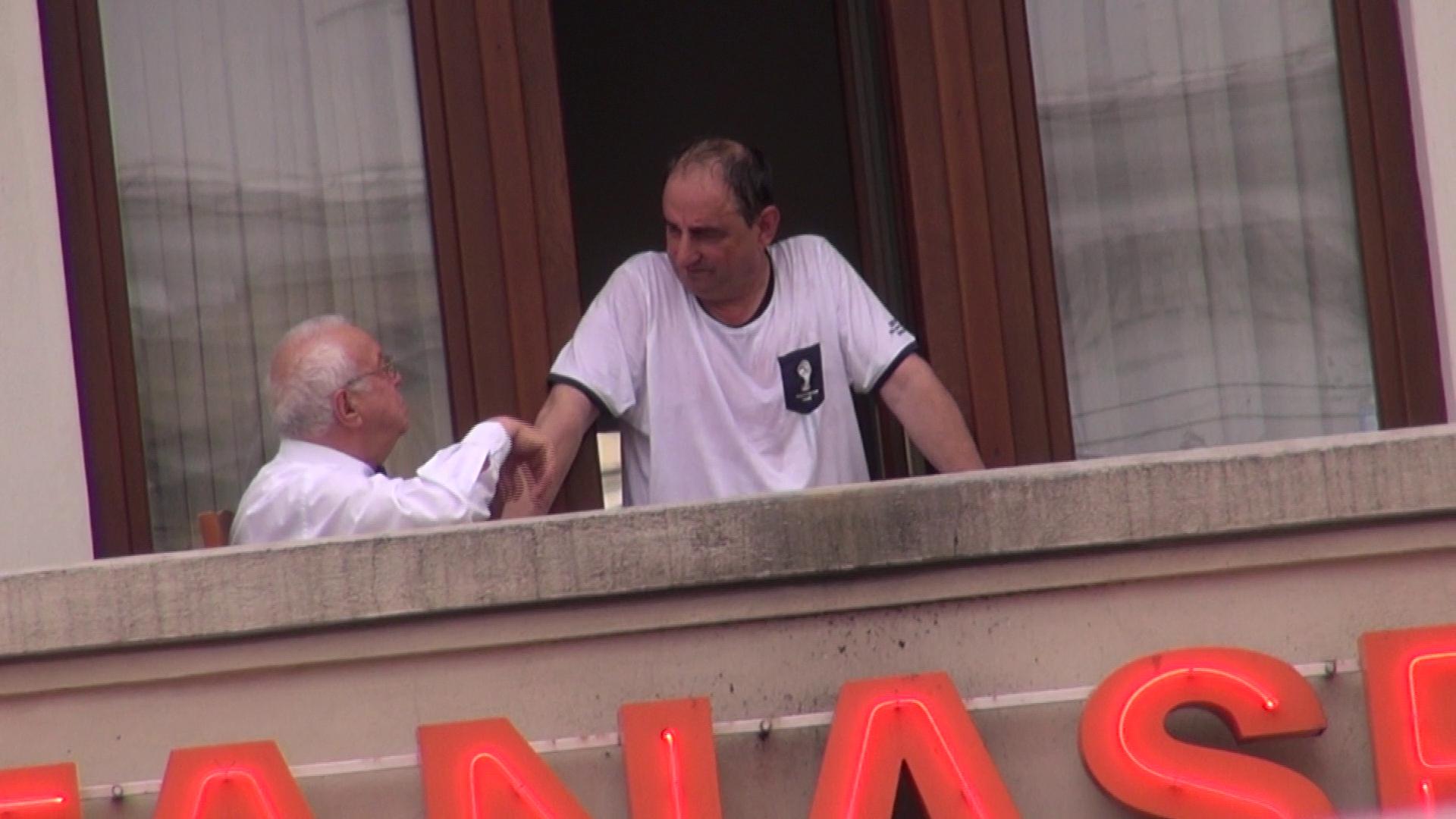 Alexandru Arsinel si Vasile Muraru au pus tara la cale in balconul Teatrului de Revista