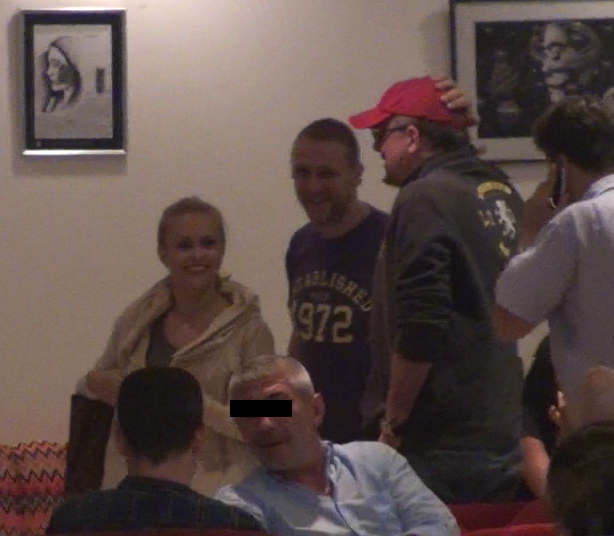 Simona si Razvan rad cu pofta la o gluma facuta de amicii lor