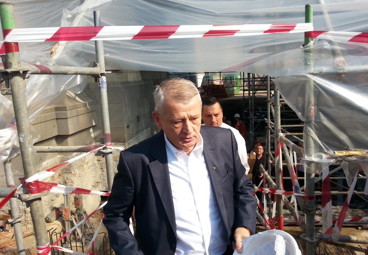 Primarul general Sorin Oprescu a spus ca la Arcul de Triumf se va contrui un pasaj subteran care va inlesni accesul catre monument
