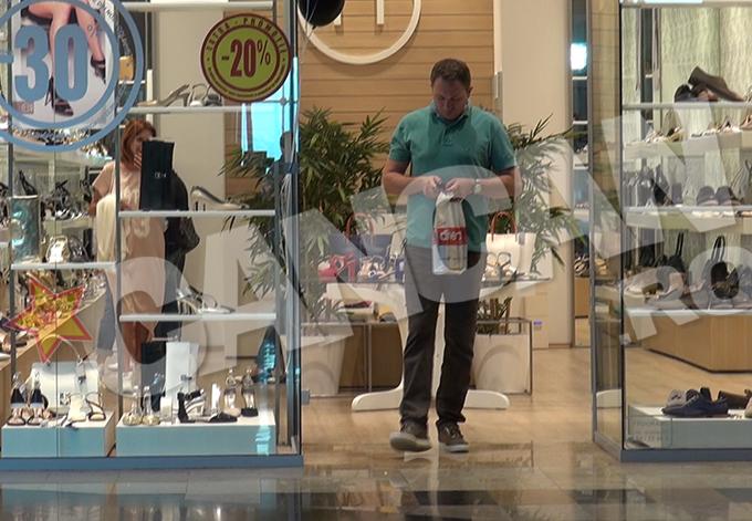 La magazinul cu pantofi, sotul a vrut sa o astepte pe Cristina Spatar afara