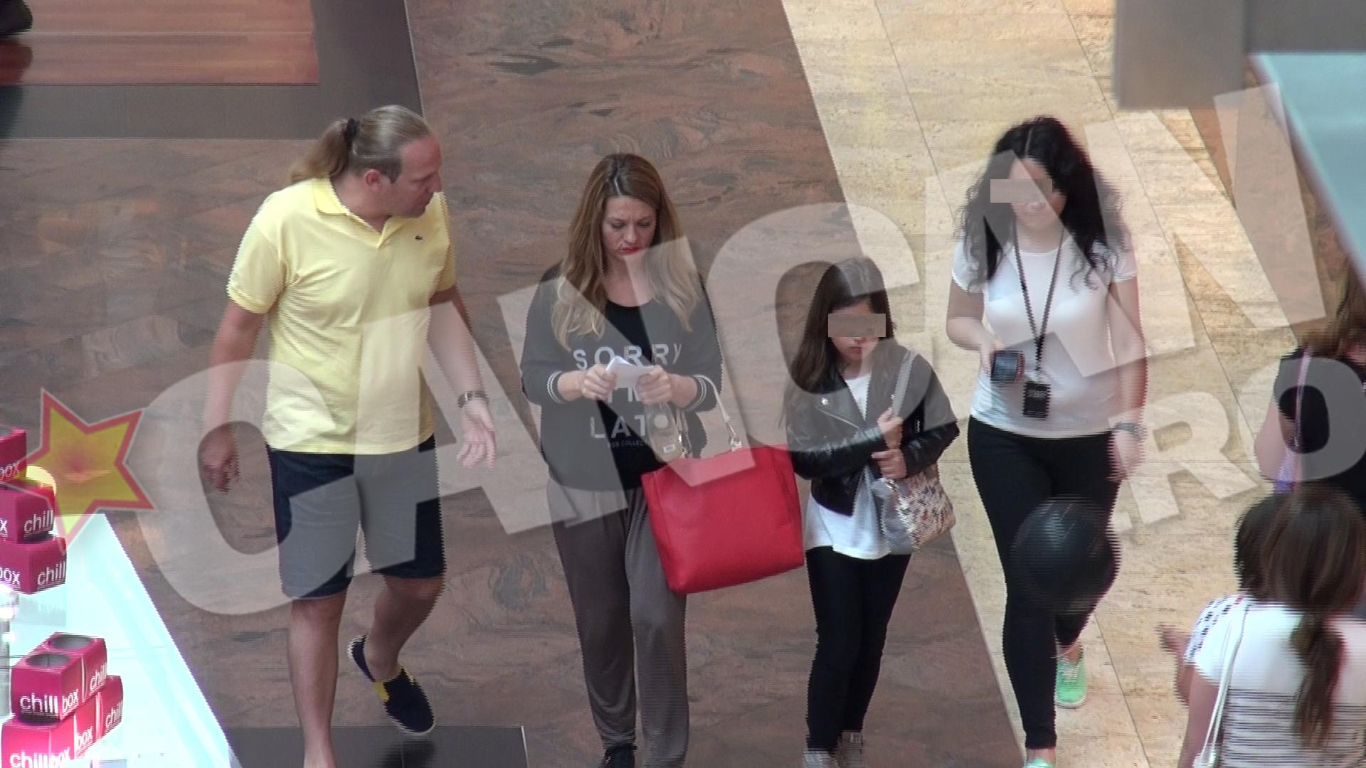Cei trei au luat la pas mall-ul