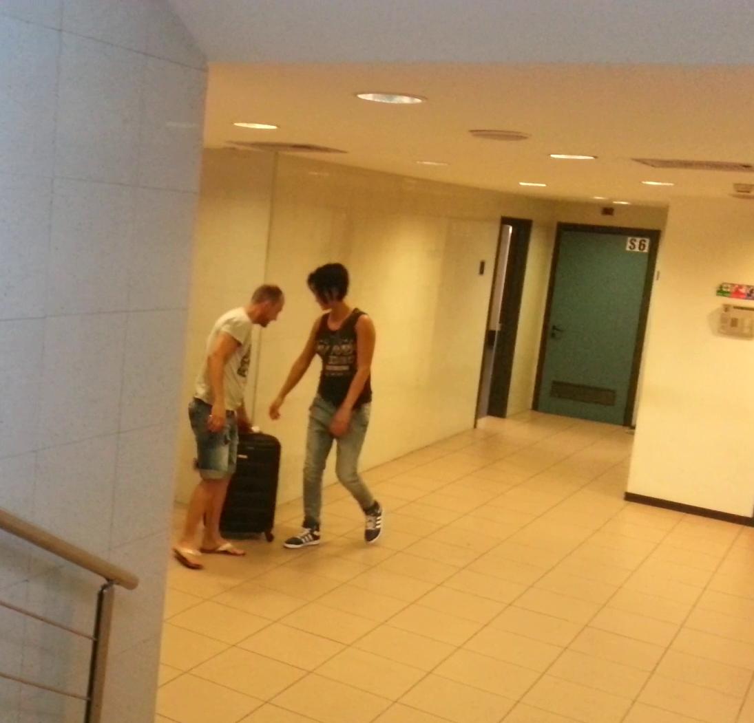 Luminita Perijoc a fost asteptata la aeroport de un barbat