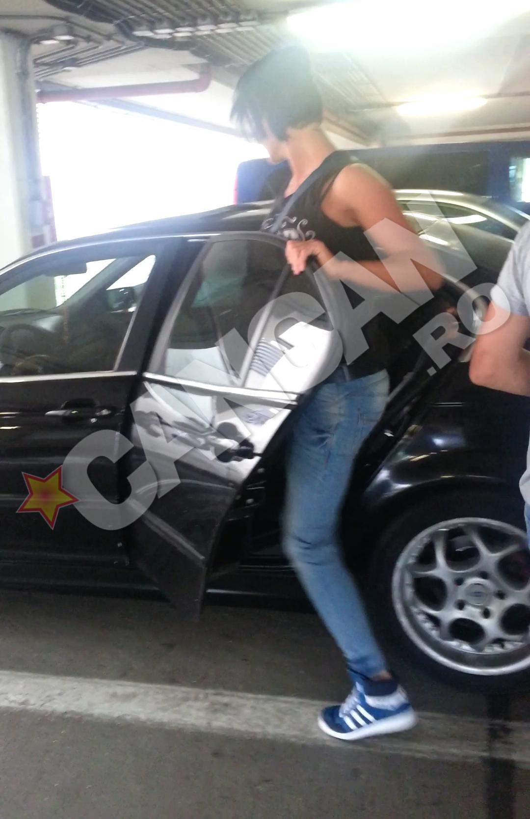 Luminita Perijoc urca in masina, nu inainte de a fi agresiva cu paparazzii CANCAN
