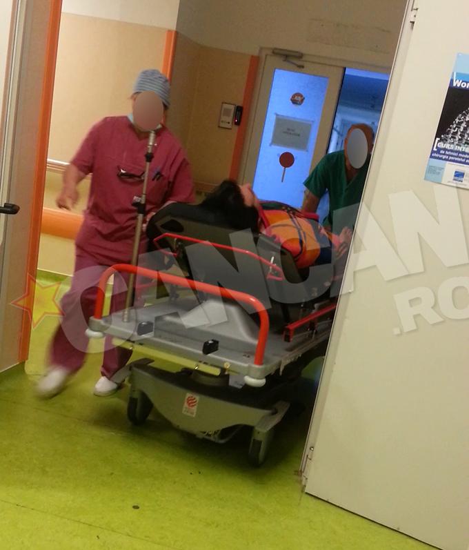 In urma cu cateva clipe, acesta a iesit din operatia de colecist la care a fost supus