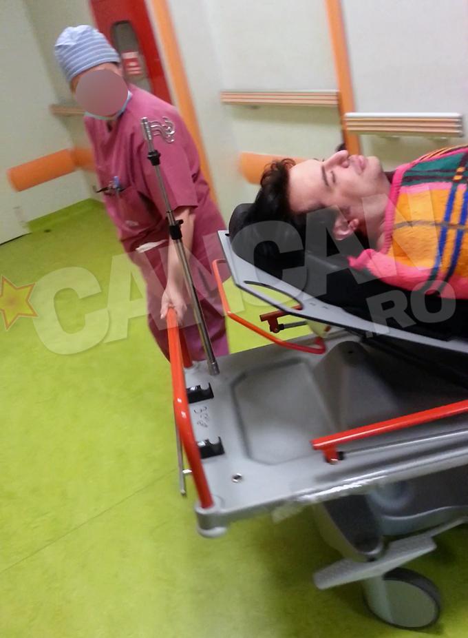 La cateva clipe dupa ce a iesit din operatie, Razvan Ciobanu nu putea nici sa isi deschida ochii