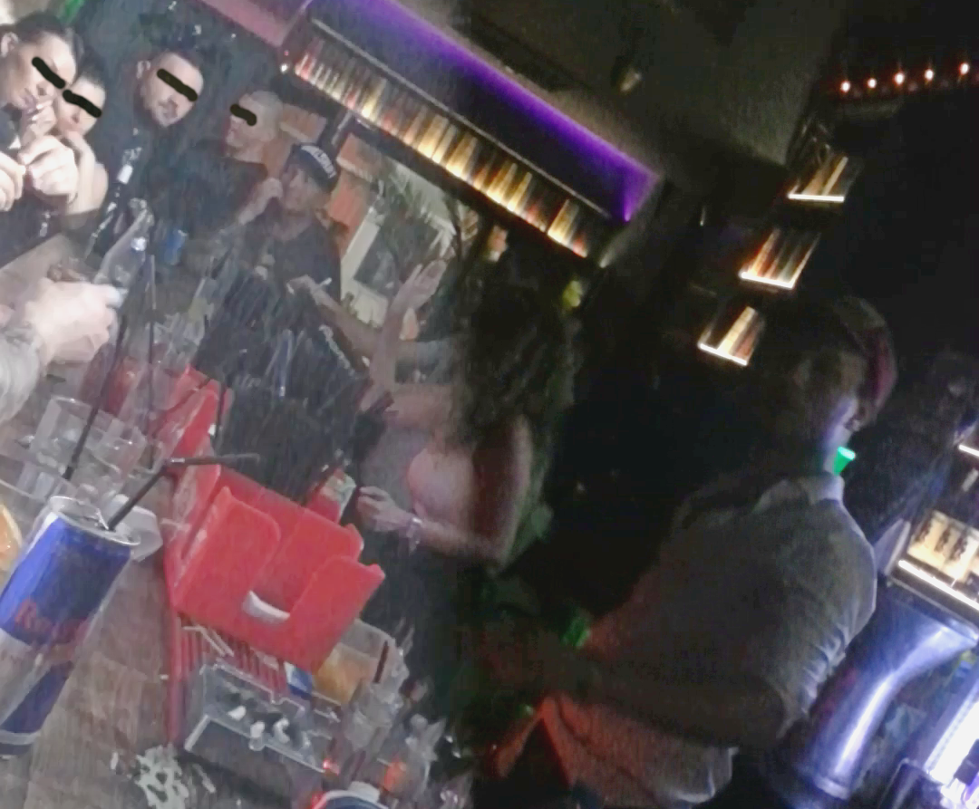 Nicu Maharu si-a petrecut noaptea de duminica la un bar din Centrul Vechi
