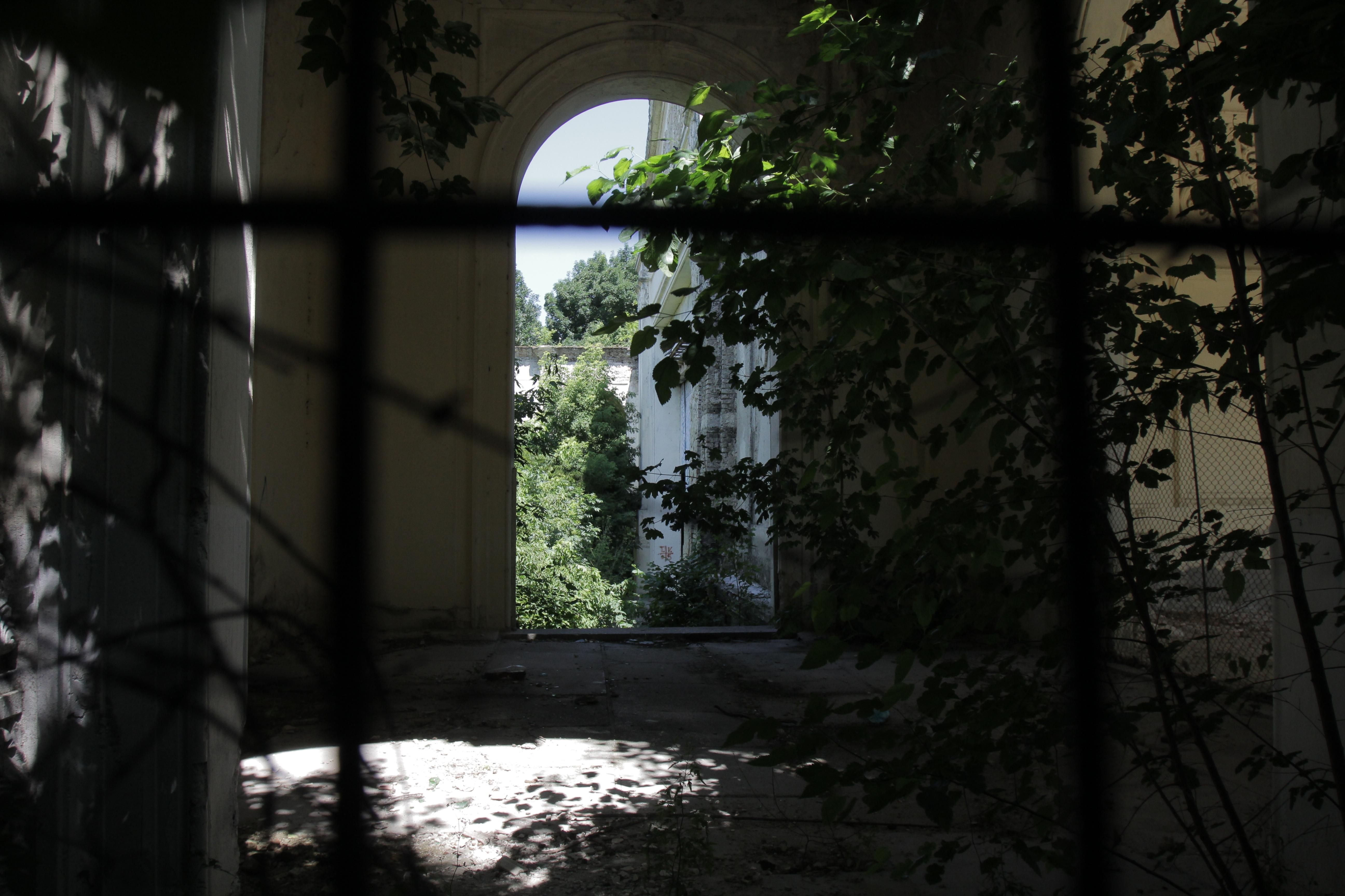 In folclorul romanesc se spune ca locul este cautat de vanatorii de paranormal