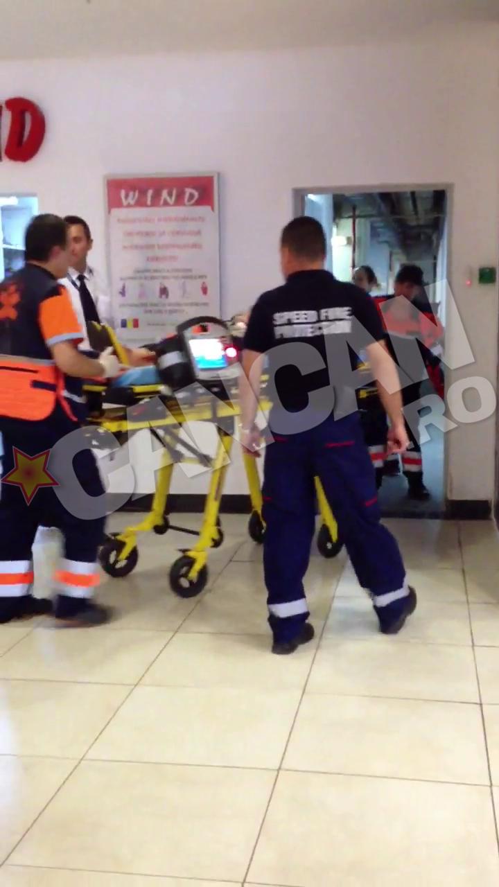 Medicii de pe ambulanta au transportat-o pe batrana la spital