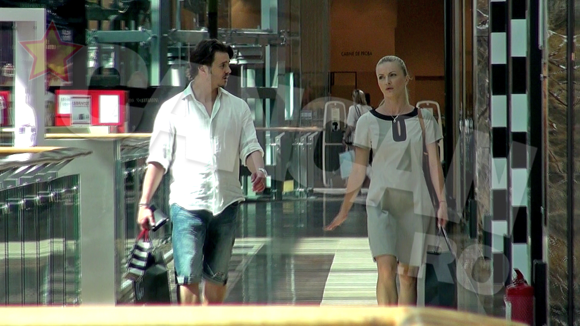 Mihai Petre si-a scos sotia la mall