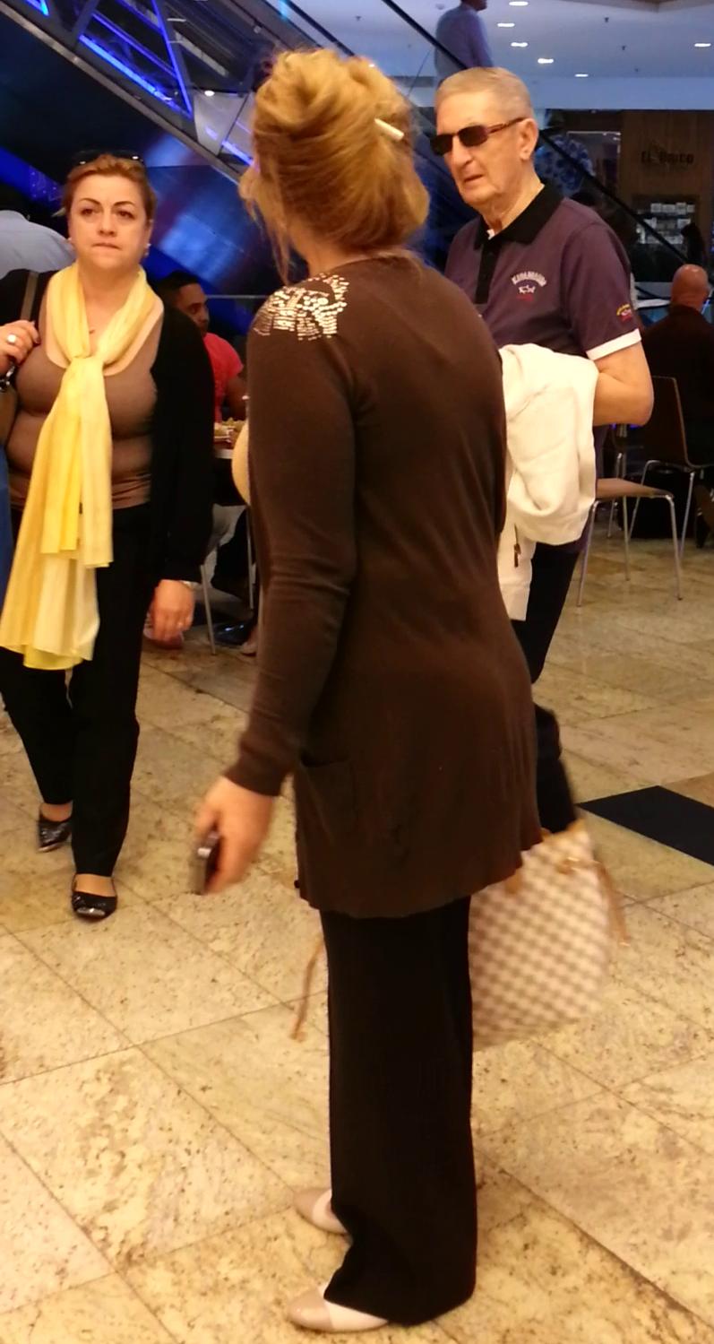 Victor Atanasie Stanculescu a iesit la mall impreuna cu iubita si viitoarea cumnata