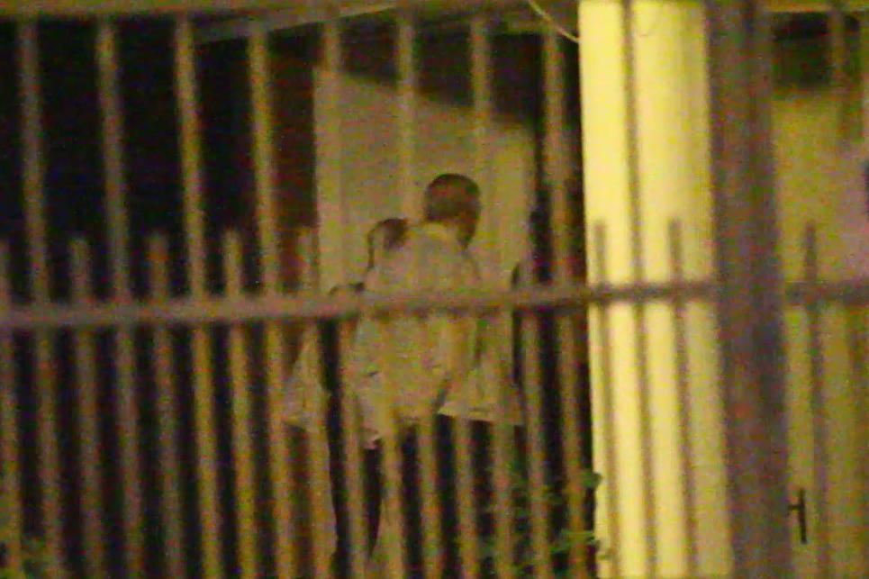 Stanculescu si cele doua femei au mers la o adresa unde s-au chinuit sa descuie o usa