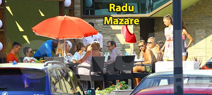 Radu Mazare a luat masa cu cativa prieteni, dar parea cufundat in propriile ganduri