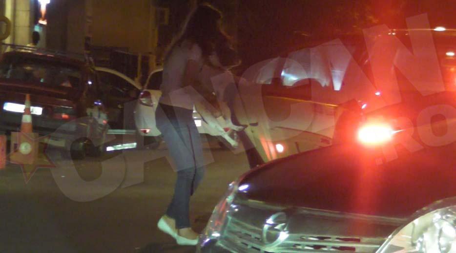 Iubita lui Adrian Turcu l-a luat in brate pentru a-l urca in masina