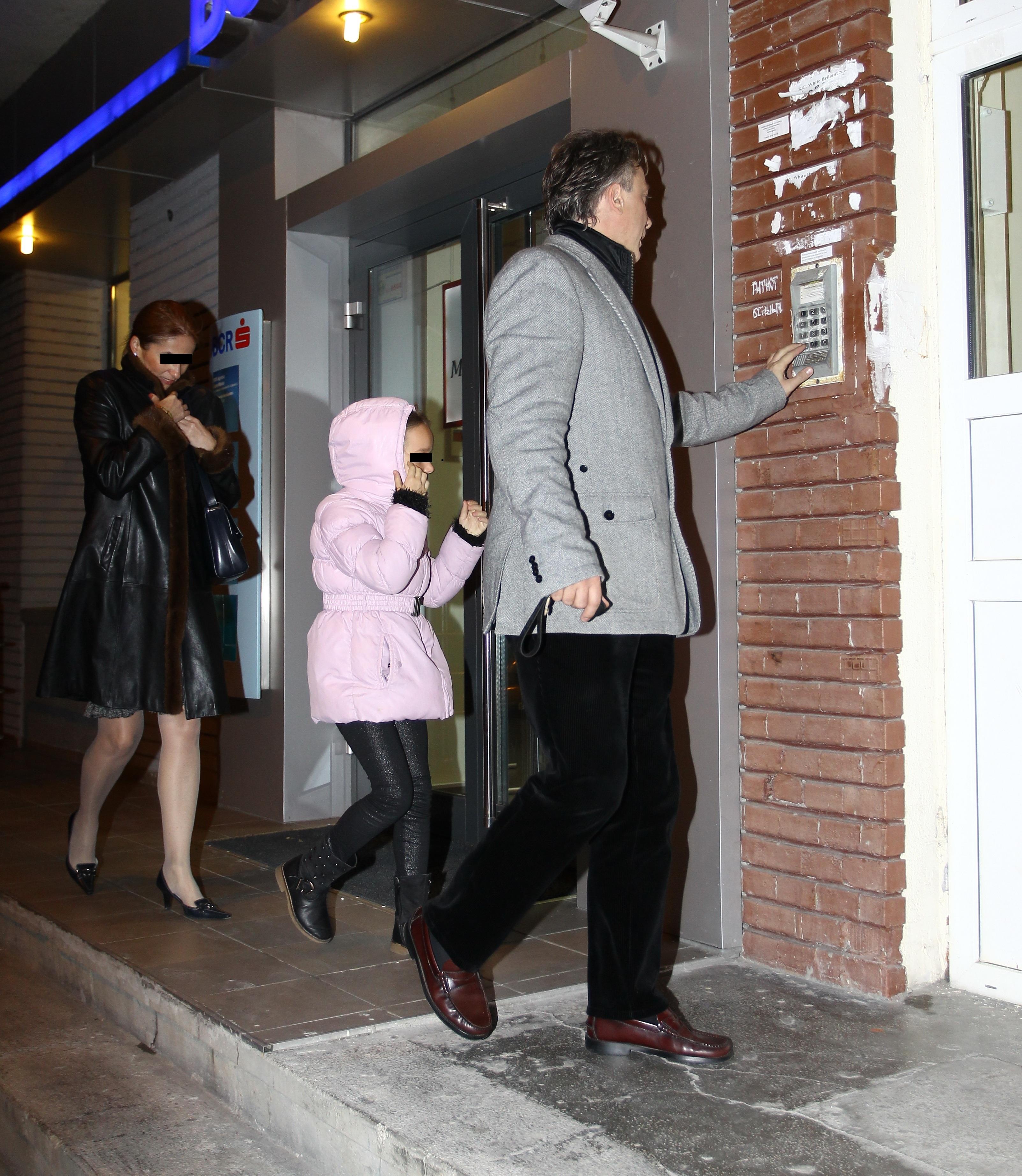 Fostul sot al Ralucai Moianu a inlocuit-o pe vedeta tv cu o alta femeie, pe care o cunoaste si fiica lui, Mara