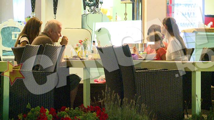 Joi seara, Monica si Irinel s-au asezat la aceeasi masa, impreuna cu fiica lor