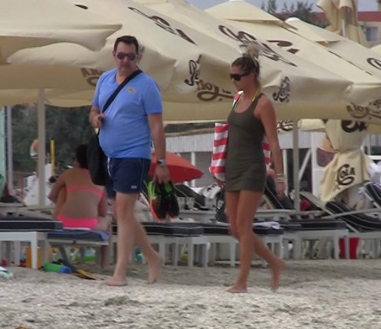 Silviu Andrei si iubita lui pe plaja