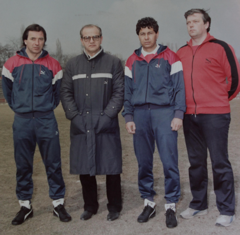 Mircea Lucescu a fost ajutat de Vasile Anghel pentru a face schimbul de generatii care a pus capat dominarii rivalilor din Ghencea