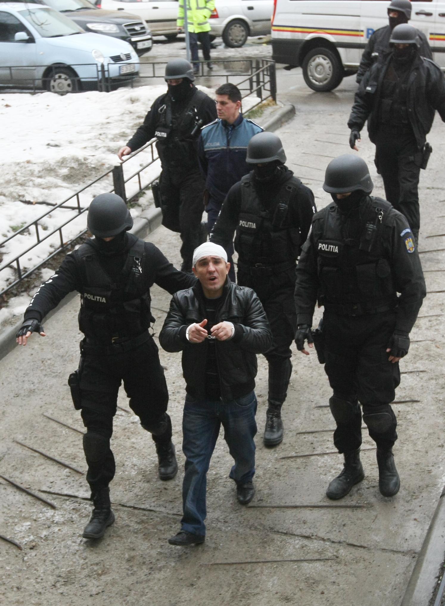La fiecare arestare, fratii Corduneanu au fost adusi cu o armata de mascati