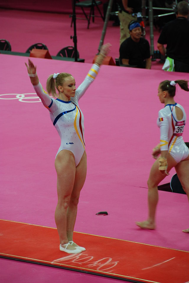 Sandra Izbasa a cucerit numeroase medalii la competitiile sportive