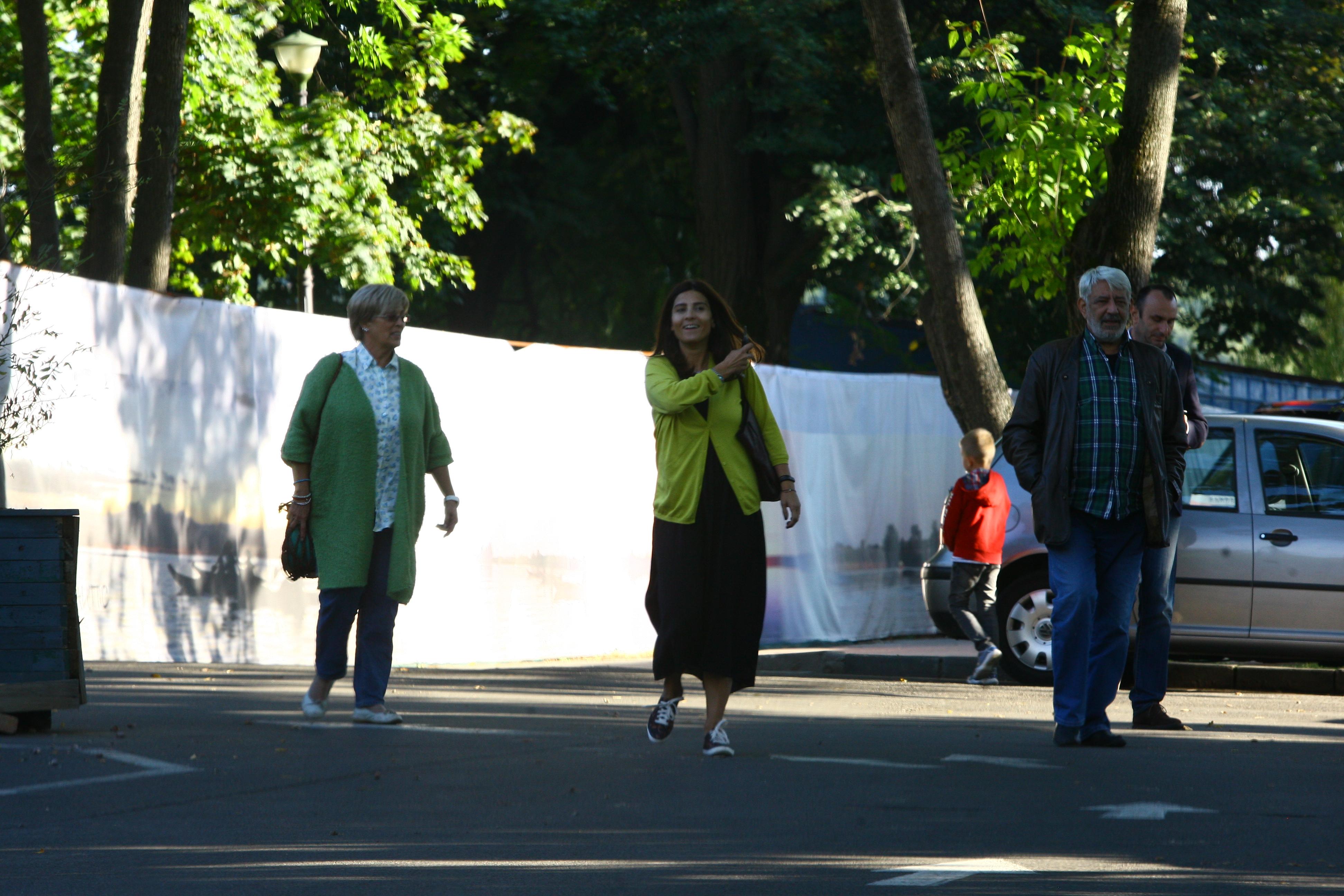 Dana Nicolaescu radiaza in preajma parintiilor