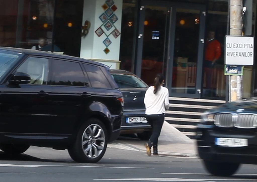 Teodora si-a parcat linistita masina in fata portii lui Vasile Turcu si a mers in restaurant