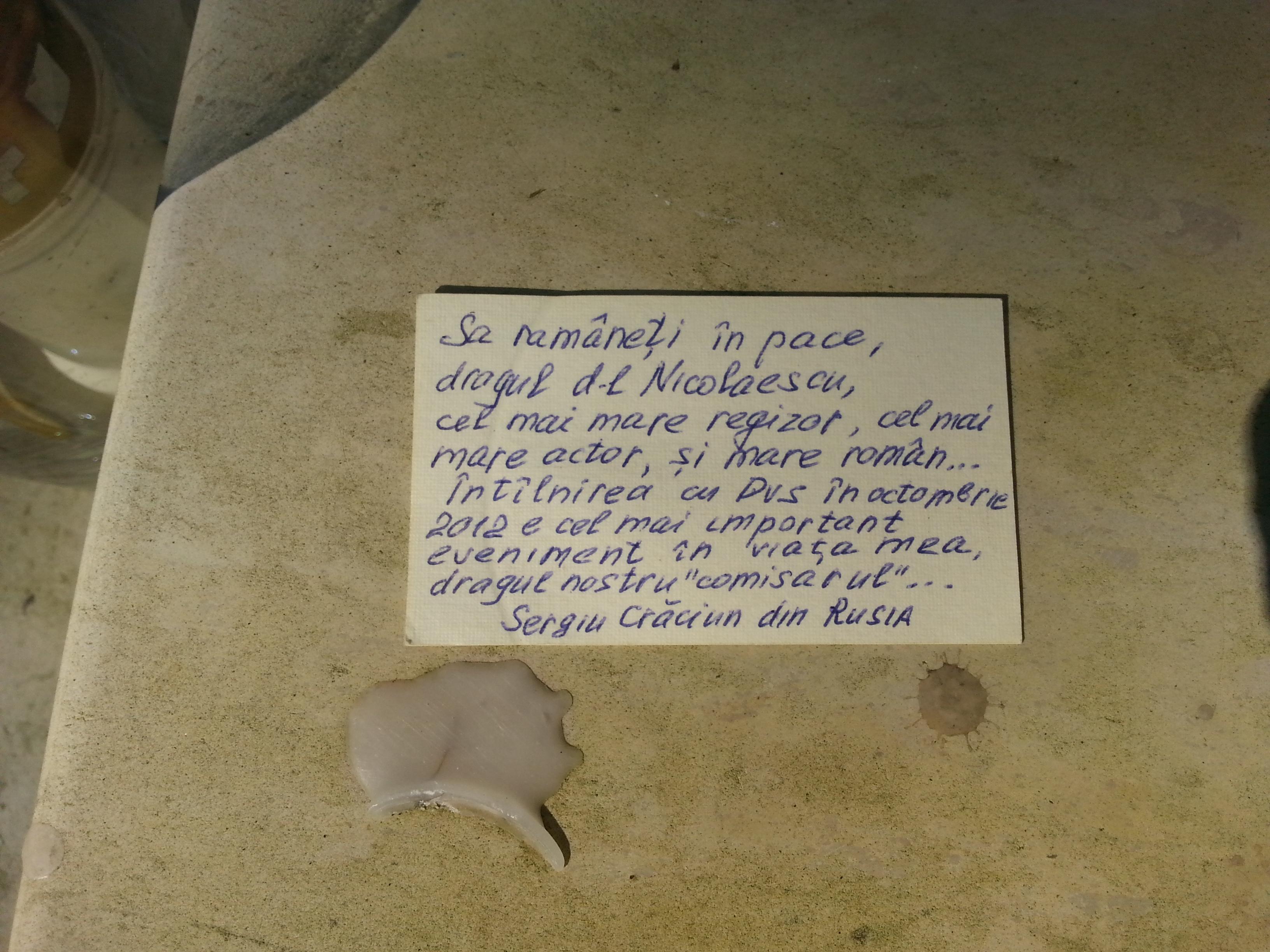 Barbatul a lasat un mesaj pe cartea de vizita