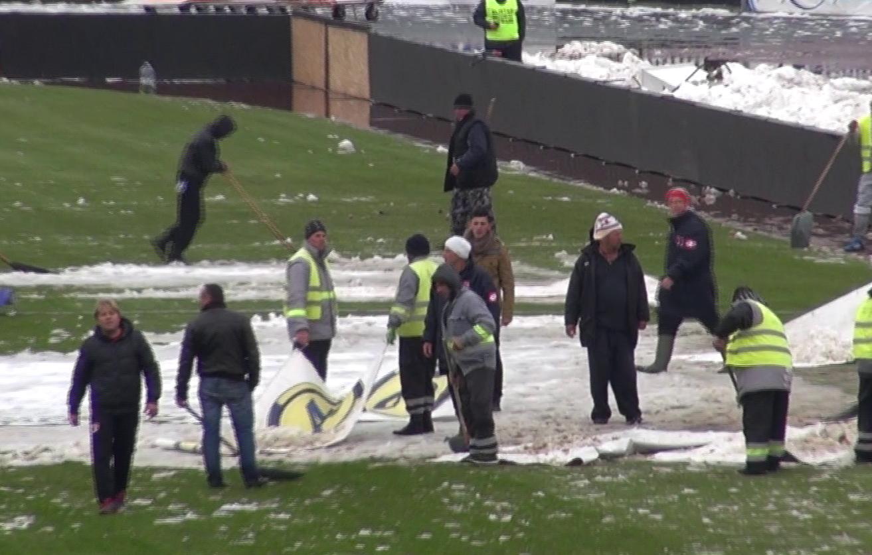 Zapada a fost mutat pe pista de tartan a stadionului