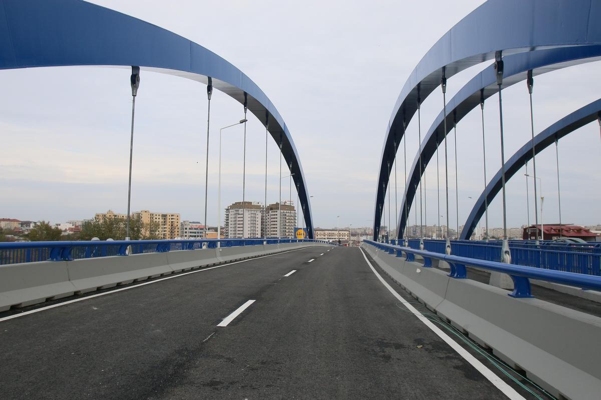 Primarul general Sorin Oprescu a spus ca podul a fost terminat in cinci luni
