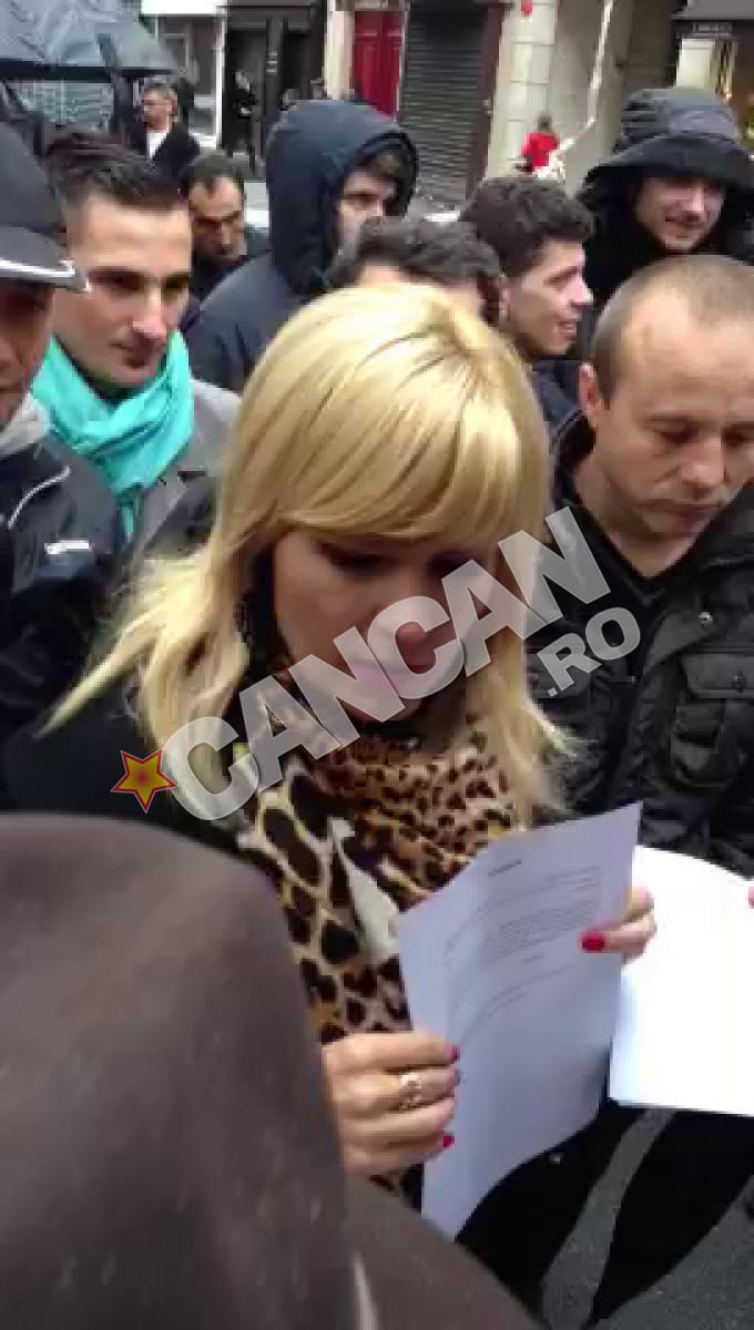 Elena Udrea a impartit declaratii si aa stat de vorba cu alegatorii