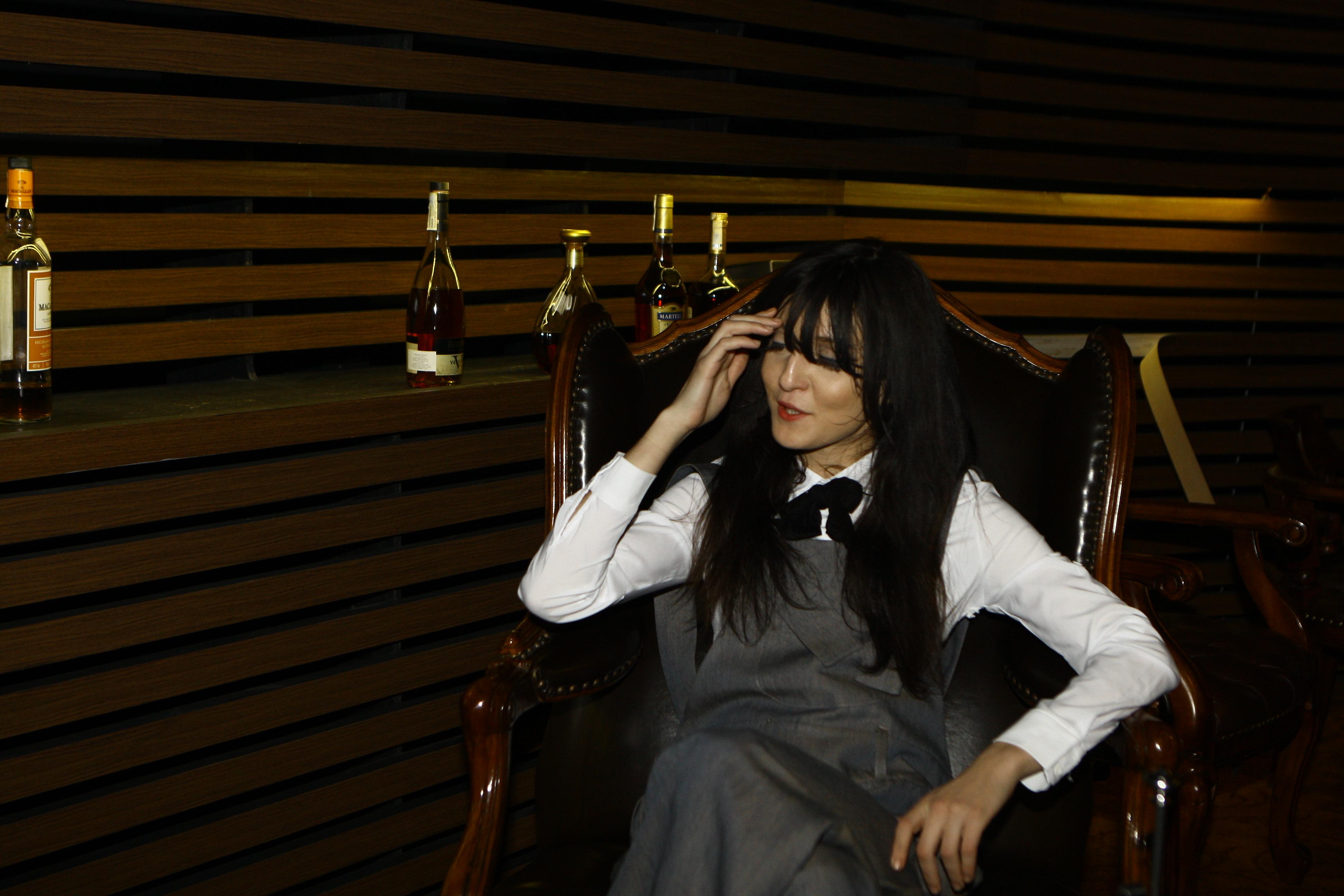 Irina inca are foaret multe job-uri si colinda lumea in lung si-n lat