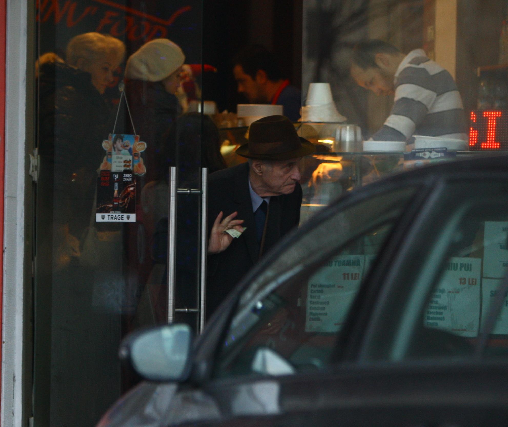 Cu restul in mana, Visinescu a iesit din fast- food