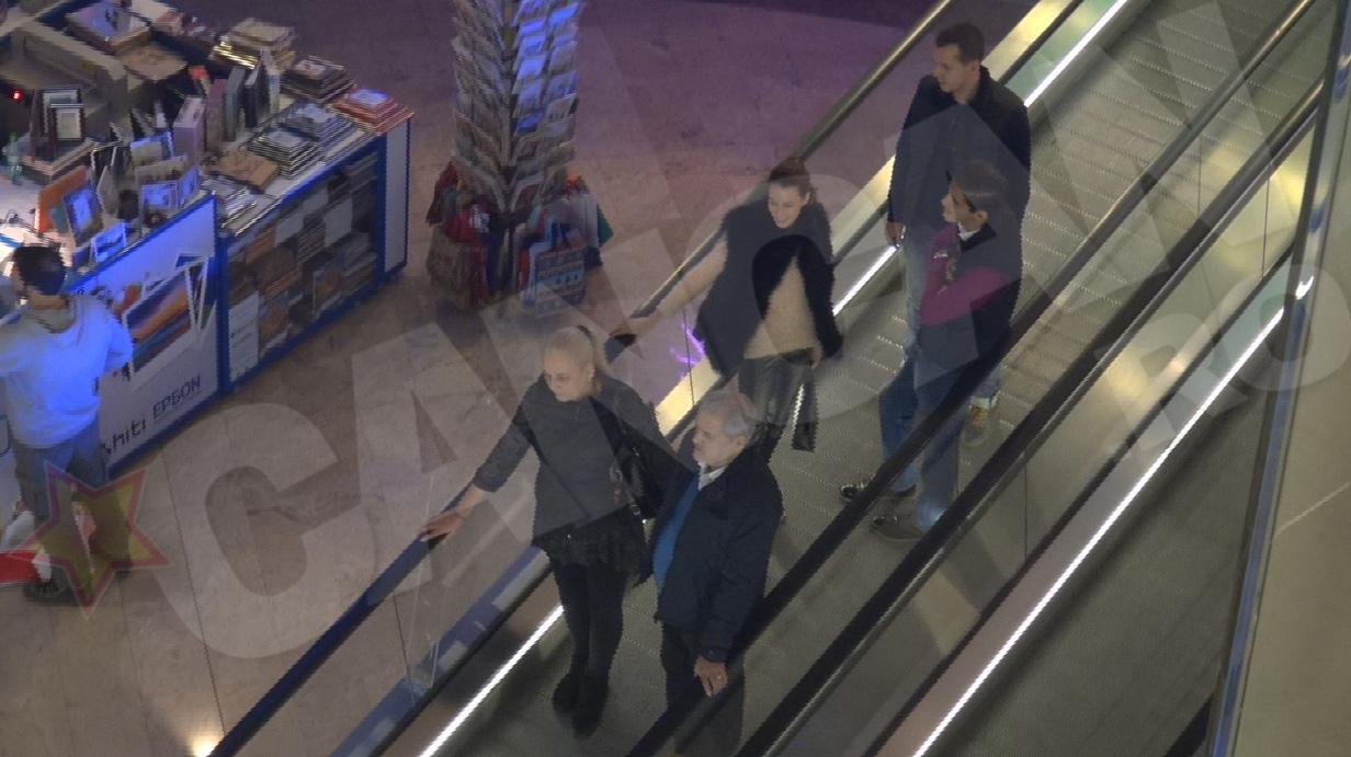 Fostul premier nu a pierdut foarte mult timp in mall